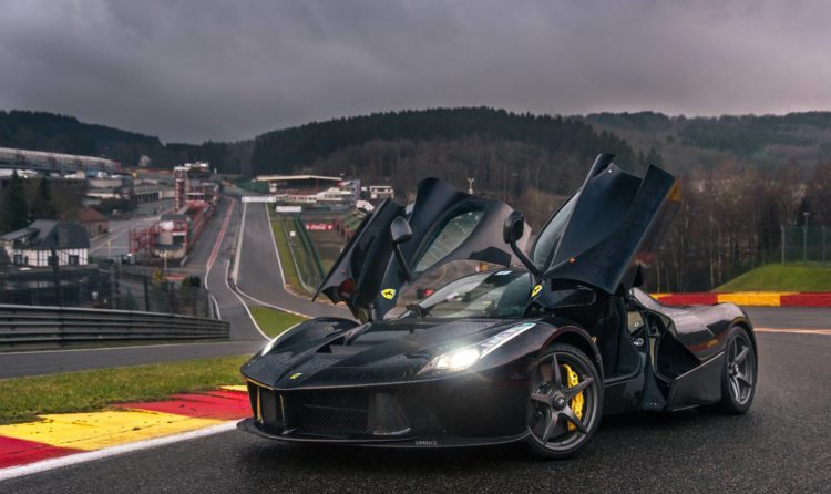 Ferrari LaFerrari на гоночной трасс Спа
